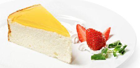 Dessert - Orange Kaesekuchen mit Whip und Fresh Erdbeere Standard-Bild - 6781333