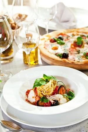Seafood Spaghetti with Tiger Prawns, Scallops, Mussels, Calamari, Salmon and Tomato Sauce Stock Photo - 7010020