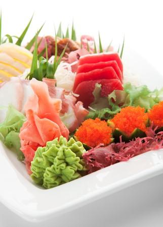 Cuisine japonaise - plaque Seafoods (saumon, thon, pétoncles, anguille)  Banque d'images - 7317122