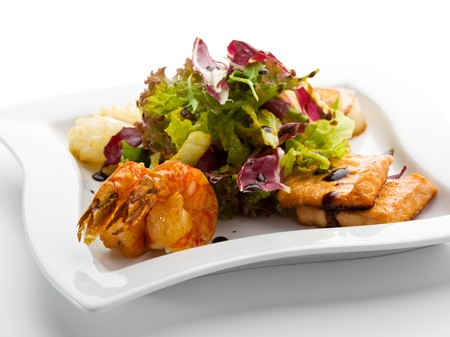Seafoods - Shrimps, Sea Scallops, Squids and Salmon. Garnished with Fresh Raw Salad Leaf. Stock Photo - 7773006