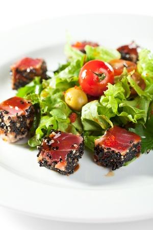 при салат с тунцом черри и кунжутом числе прочих