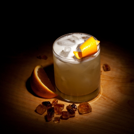 whisky: Whiskey Sour Cocktail - Bourbon with Lemon Juice, Sugar Syrup and Egg White Stock Photo