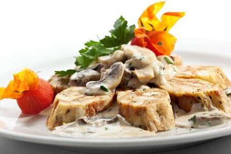 comida alemana: German casera Dumpling - Se desempeñó como Rolls rodajas con setas y salsa de crema