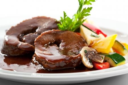 牛肉の野菜とセロリのクリーム シチューします。