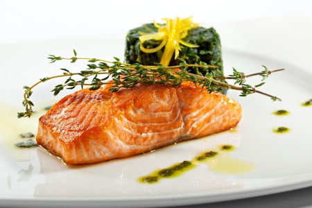 fruit plate: Baked Salmon Steak with Spinach and Lemon Slice