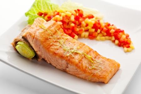 Lachs Steak mit Gemüse und Salat Leaf
