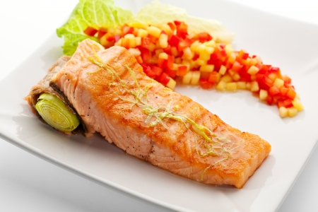 red salmon: Salmon Steak with Vegetables and Salad Leaf