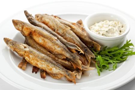 pescado frito: Revuelva Pescado frito con salsa t?rtara Foto de archivo