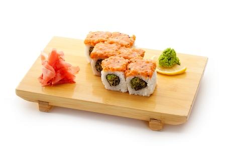 salmon ahumado: Maki Sushi - Roll con el interior de Lechuga Verde. Cubierto con salm?n en rodajas
