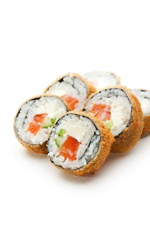 Tempura Maki Sushi - Deep Fried Roll aus frischen rohen Lachs, Avocado, Gurke und Frischkäse innerhalb gemacht Lizenzfreie Bilder