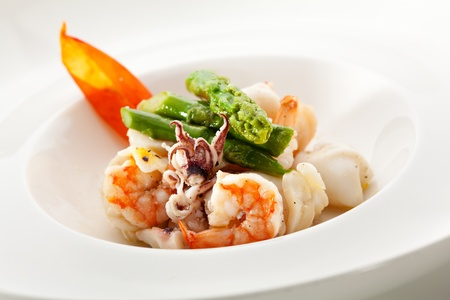 quid: Steamed Seafood Salad with Asparagus