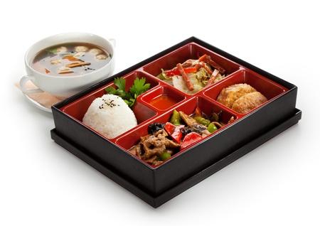 comidas saludables: Box Lunch (Bento) - carne con setas, ensalada de col, arroz y plátano frito
