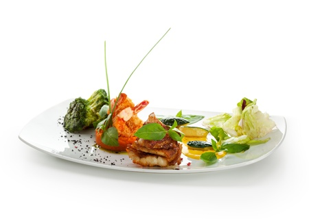 seabass: Filete de lubina con gambas en Pur� de zanahoria con br�coli