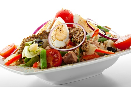 potato tuna: Salad with Tuna, Fresh Vegetables, Eggs, String Beans and Potato. Garnished with French Mustard