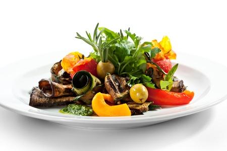 calabacin: Verduras a la parrilla con hierbas verdes frescas