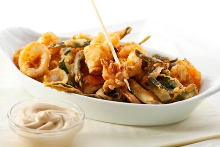 pescado frito: Sofrito de mariscos con salsa blanca