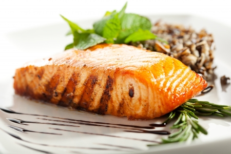 Steak de saumon avec du riz