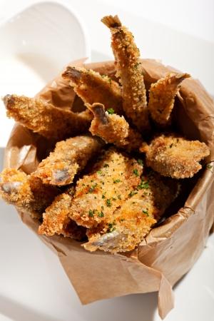 sardinas: Profundas Anchoas fritas con salsa