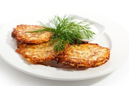 hash browns: Croquetas de patata con crema agria y eneldo