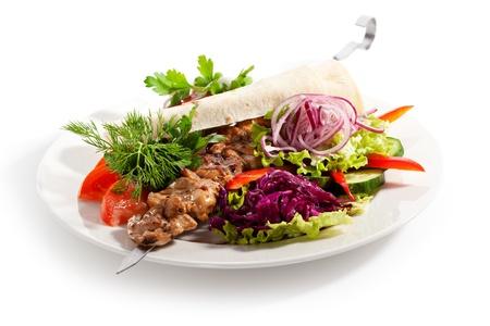 Gegrilltes Huhn mit Gemüse Standard-Bild - 22047173