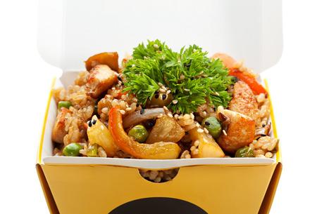 arroz chino: Arroz frito chino con pollo, verduras y piña
