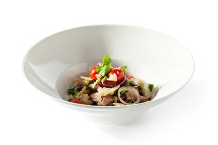 frijoles rojos: Ensalada con carne de cerdo al horno fría, tomate cherry, huevos, frijoles y papas