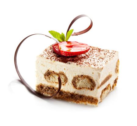 Tiramisu - klassieke dessert met kaneel en koffie. Gegarneerd met aardbeien en Mint  Stockfoto