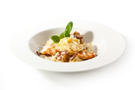 Tagliatelle with Mushroom, Chicken Fillet and Cream Sauce Standard-Bild