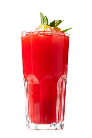 ice crushed: Raspberry Lemonade Geïsoleerd op witte achtergrond