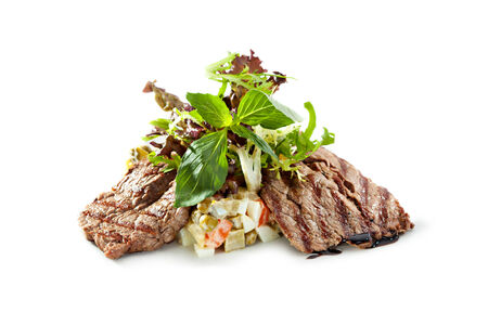 dine: Salad with Grilled Beef and Vegetables