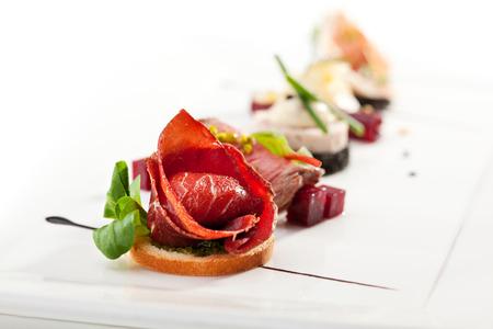 Jamon Canapés au pesto sauce Banque d'images
