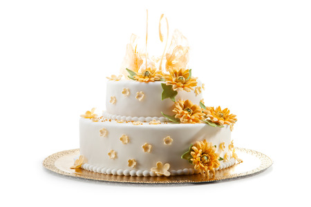 Delicious Wedding Cake Dressing with Flowers