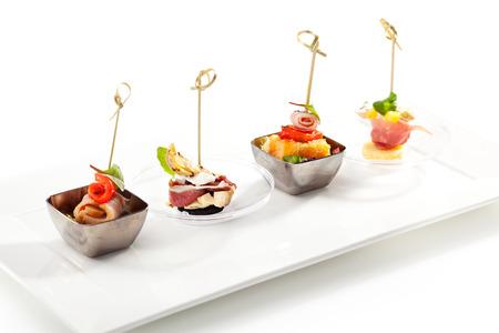 Heerlijk buffet eten op witte schotel Stockfoto