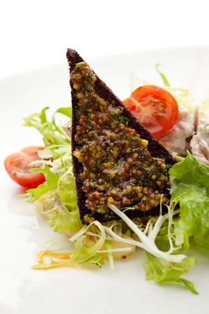 potato tuna: Salad with Tuna, Fresh Vegetables and French Mustard and Roast Potato Chips