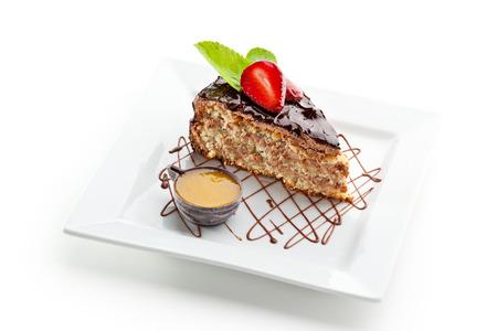 truffe blanche: Dessert - g�teau avec le chocolat et les petits fruits Banque d'images