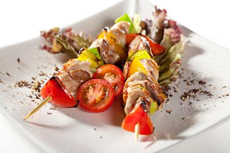 carne de pollo: Pollo ensartado japonés con verduras Foto de archivo