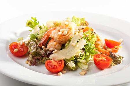 pignons de pin: Salade de crevettes, poires et noix de pin