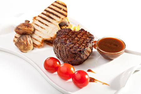 carne asada: Bistec con setas y salsa Foto de archivo