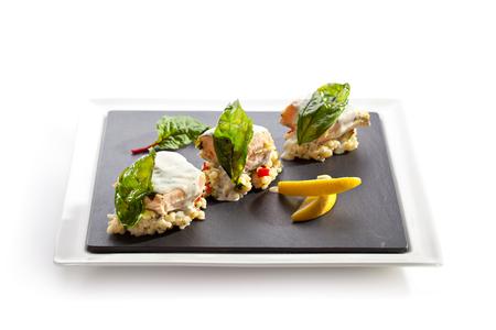 arroz blanco: Filete de salmón con risotto y sector de limón