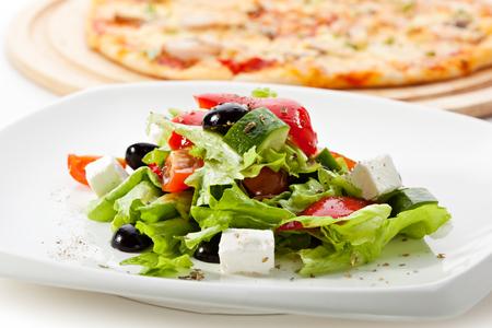 ensalada tomate: Ensalada griega (queso Feta, aceite de oliva y verduras)
