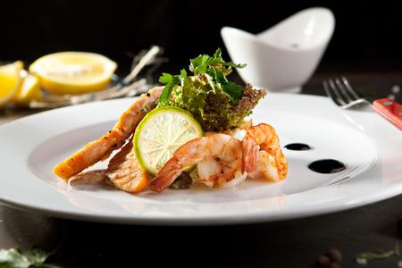 ensalada rusa: Ensalada Olivier con camarones y salmón