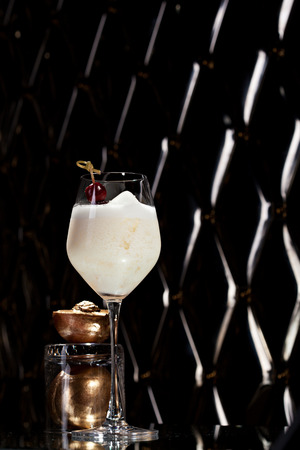 cocktail bar: White Collins Cocktail with Golden Peach