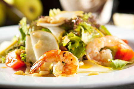 gamba: Grilled Shrimp and Pear Salad with Pine Nut Dressing