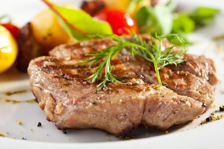 tomate cherry: Carne de cerdo frito con patata, champiñones y verduras