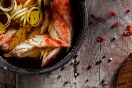 Cuisine japonaise - Soupe de riz avec la chair de crabe et de jaune d'oeuf