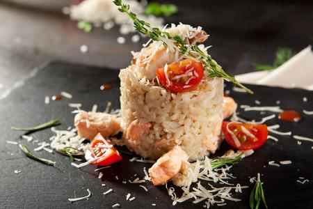 gamba: Risotto de los mariscos gourmet con queso parmesano y tomate cherry
