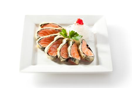 plato de pescado: Nori envuelto salmón. Adornado con daikon Foto de archivo