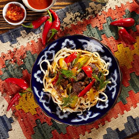 Uyghur-Style Noedels met vlees en Laghman Sauce Stockfoto