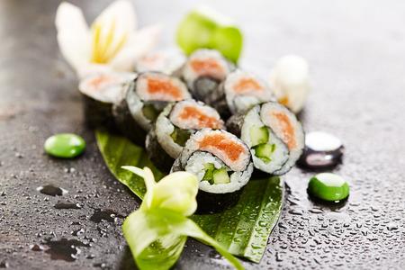 algas marinas: Yin Yang Maki Sushi - Roll made of Fresh Salmon and Cucumber inside. Nori Outside