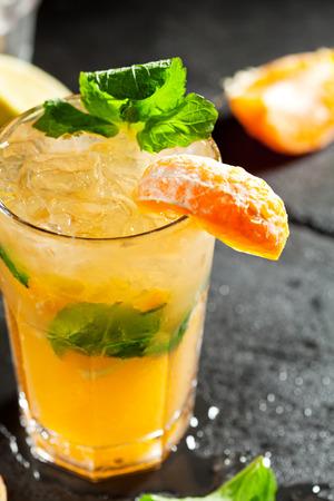 frescura: Mojito con la frescura de la mandarina y menta Foto de archivo